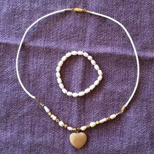 Jewelry - Goldtone pearl and carnelian heart necklace